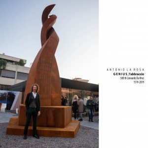 Genius_the embrace Monument for 500th Leonardo Da Vinci